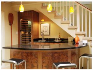 Bếp ăn sang trọng được thiết kế từ gầm cầu thang