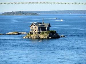 Ngôi nhà 23 phòng nằm giữa biển xanh