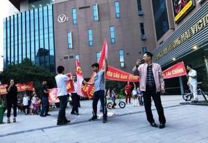 Cư dân chung cư Văn Phú Victoria khóc ròng vì ban quản trị
